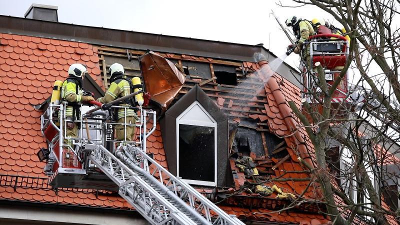 Wohnungsbrand greift auf Dachstuhl über