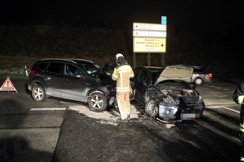 Autos kollidieren am Autobahnzubringer  2 Verletzte