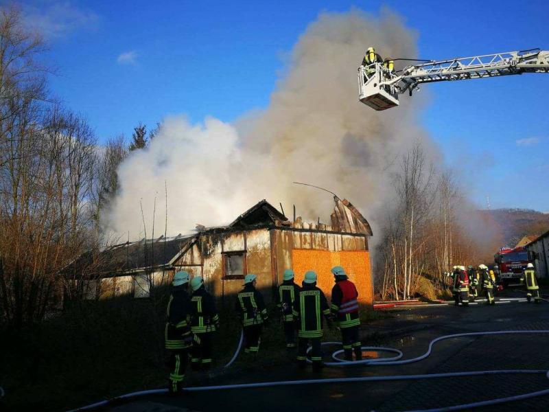 Holzbaracke brennt nieder