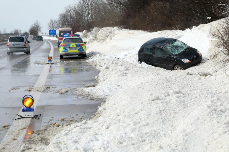 PKW überschlägt sich auf Autobahn