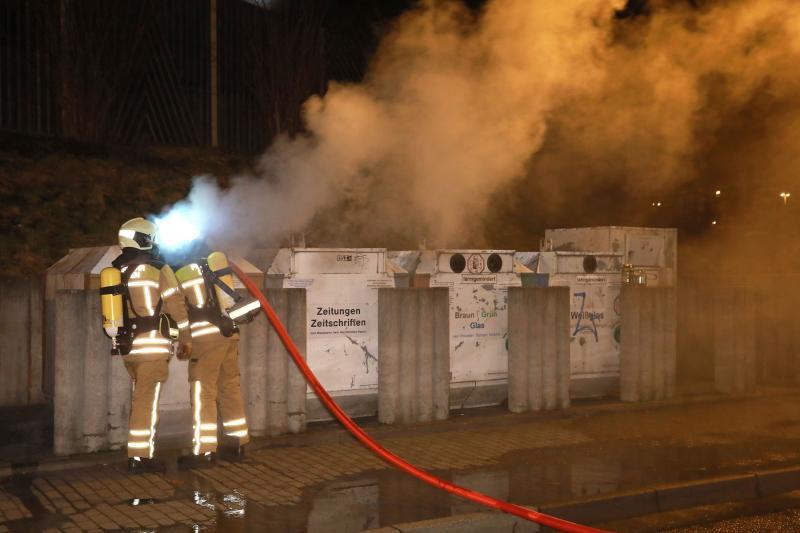 Papiercontainer abgebrannt