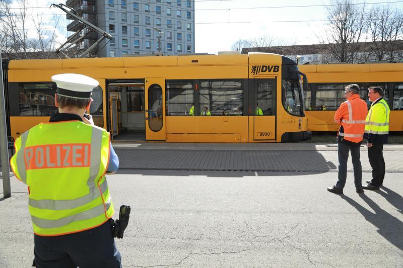 Straßenbahn erfasst Fußgänger