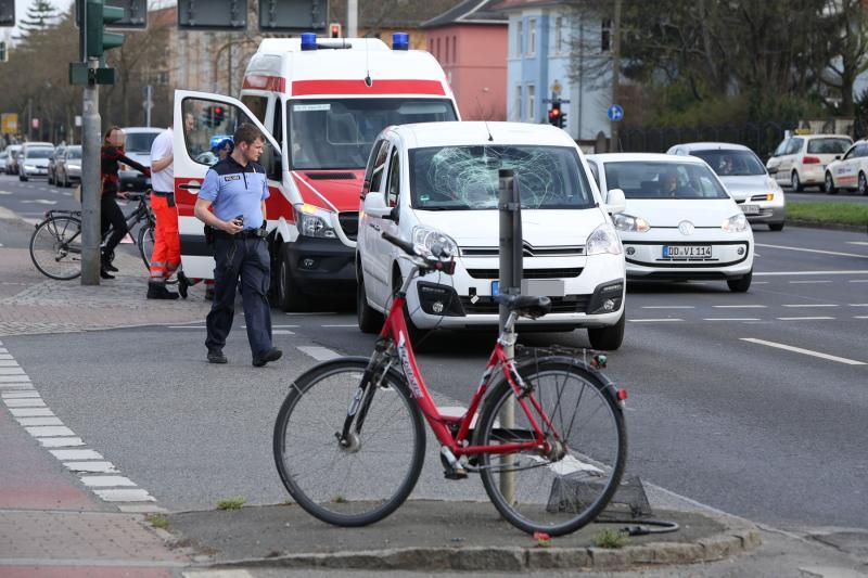 PKW erfasst Radfahrerin