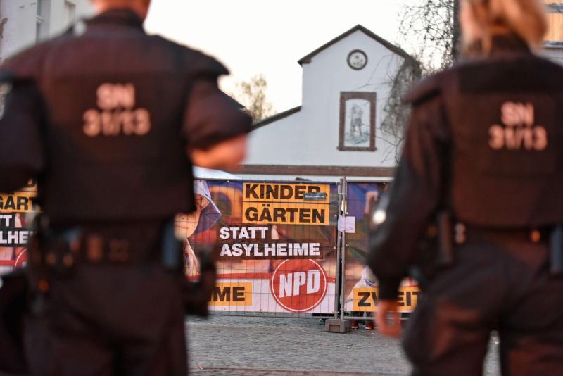 Ausnahmezustand: Nazi-Festival eröffnet