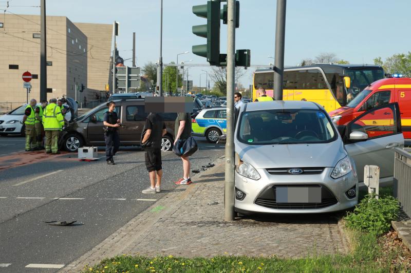 5 Verletzte nach Unfall auf dem Rathenauplatz