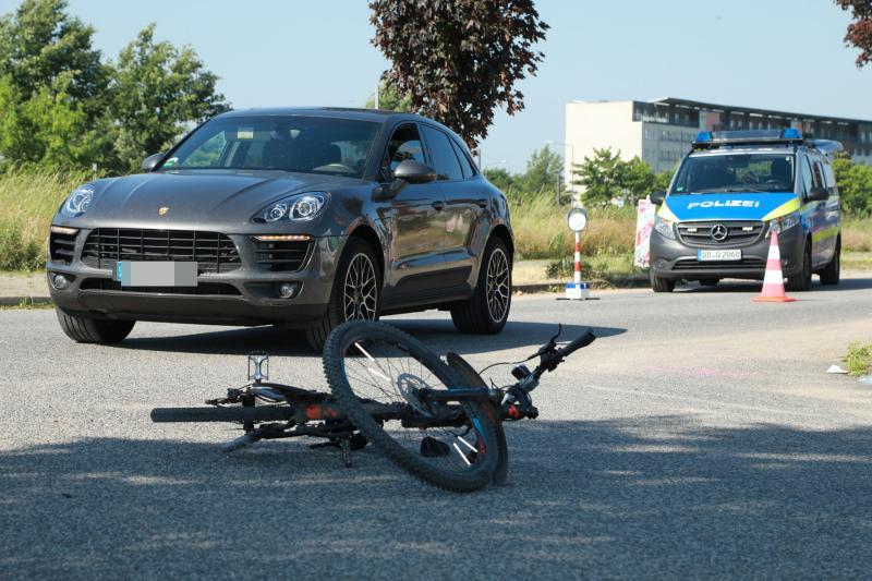 SUV kollidiert mit Fahrrad  1 Schwerverletzte