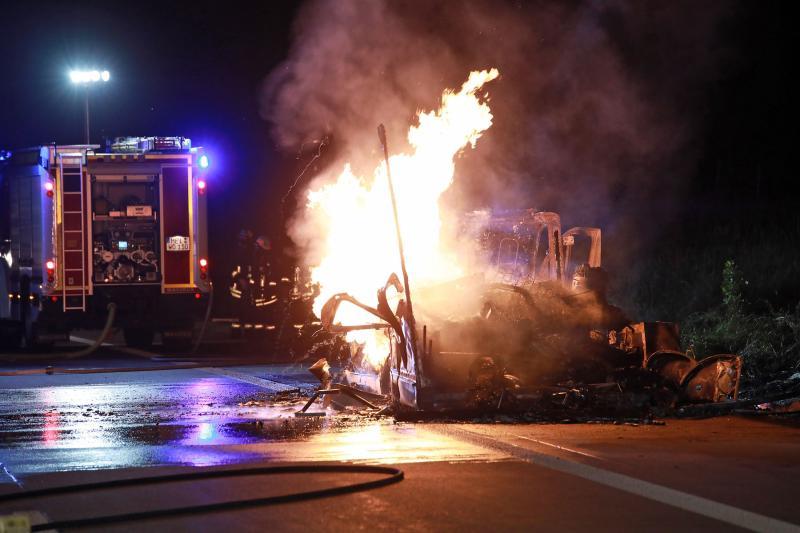 Wohnmobil brannte auf der Autobahn aus