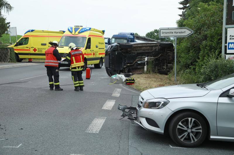 Unfall an Kreuzung  2 Verletzte