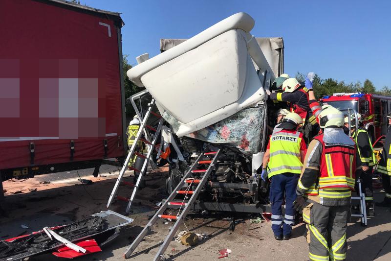 Wilsdruff  Unfall mit 3 LKW  1 Schwerverletzter