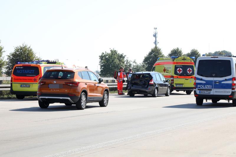 2 Fahrzeuge kollidieren auf der Autobahn  3 Verletzte