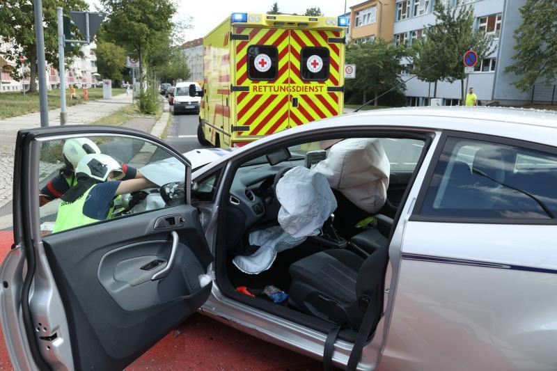 Vier Personen bei Unfall verletzt