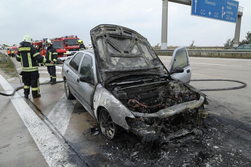 PKW brannte auf der Autobahn  langer Stau