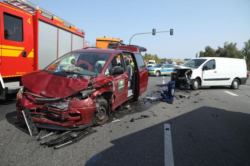 Unfall an Autobahnauffahrt  3 Verletzte