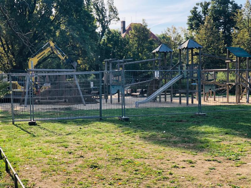 Spielplatz bekommt neuen Fallschutz