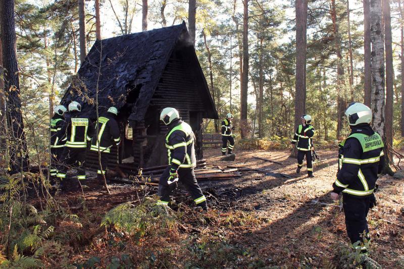 Schutzhüte brannte in der Paulsdorfer Heide  Zeugenaufruf der Polizei