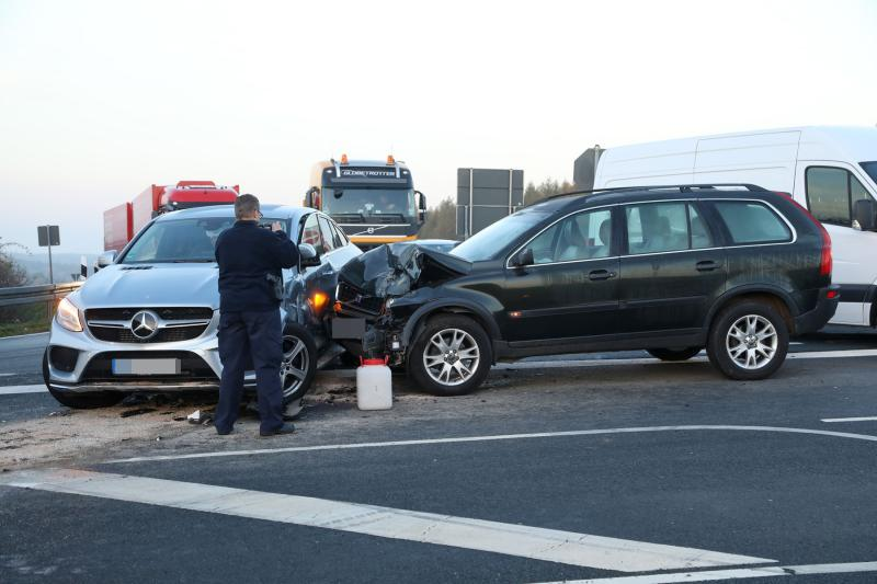 Fahrzeuge kollidierten auf der Bundesstraße  Stau im Berufsverkehr