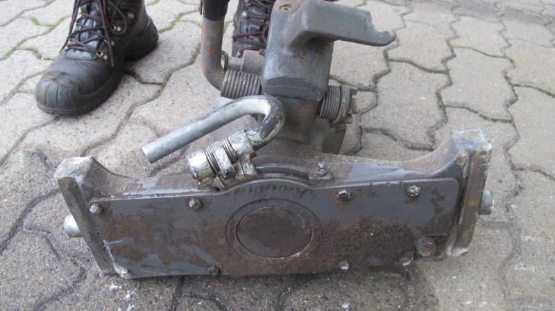 Traktor verliert Anhängekupplung und beschädigt zwei Pkw  Zeugen gesucht