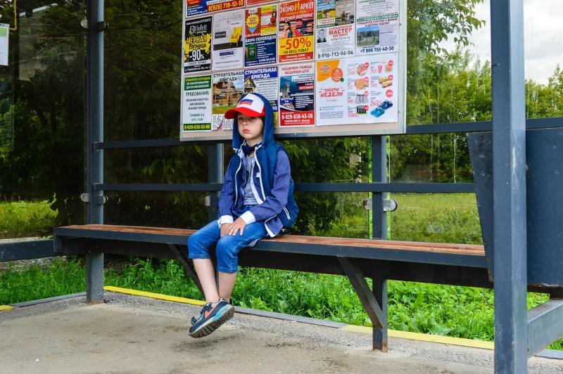Fremder Mann soll Kind an Bushaltestelle angesprochen haben