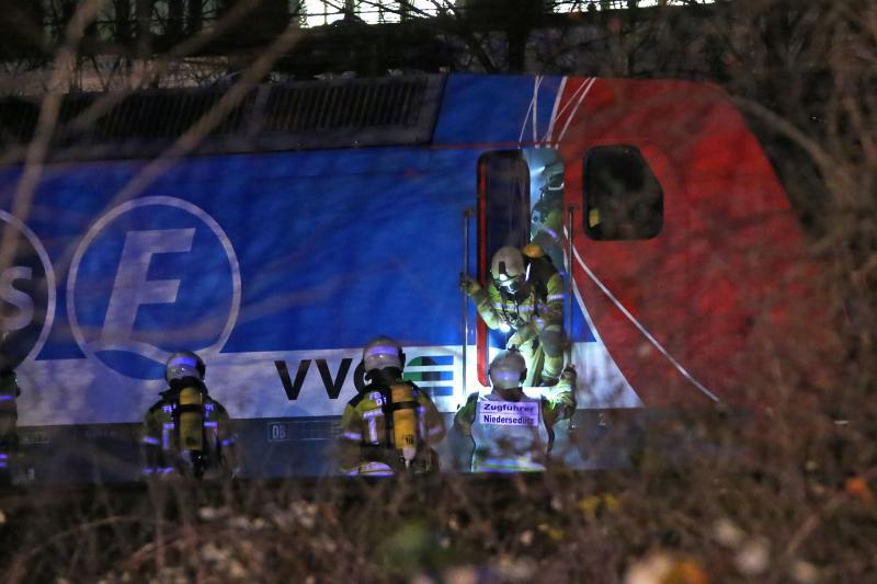 Schwelbrand in Elektrolokomotive  150 Fahrgäste evuakiert
