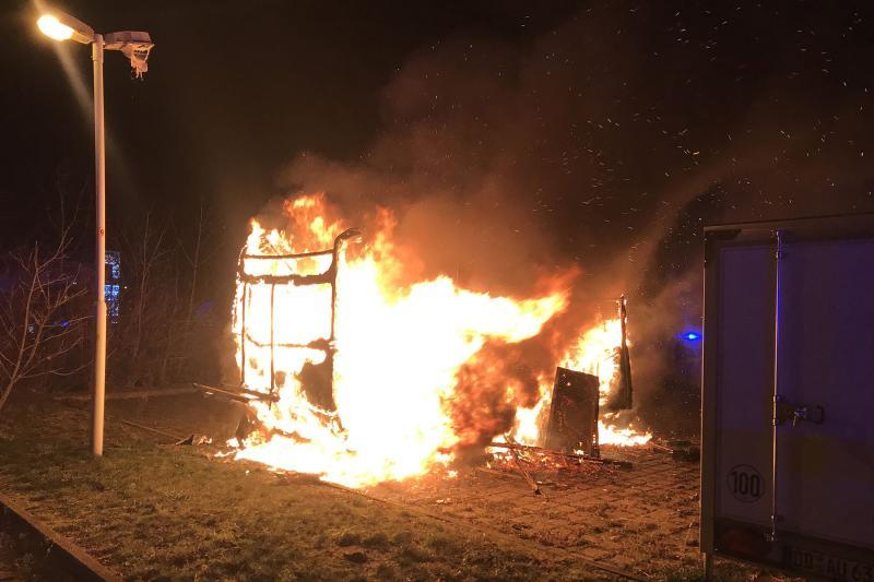 Wohnwagen ging in Flammen auf