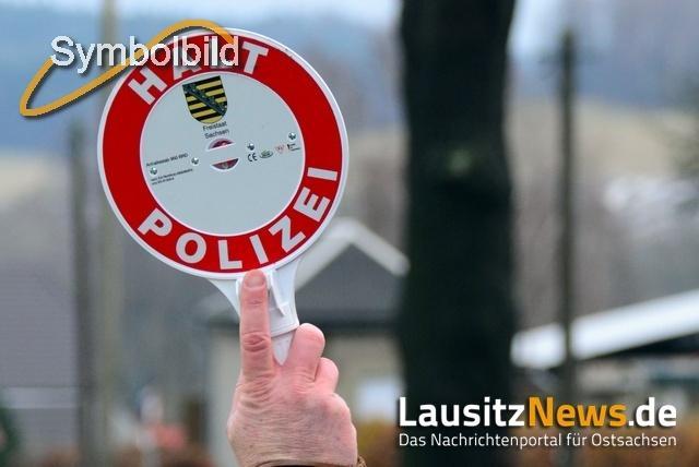 Verkehrsunsichere Sattelzüge festgestellt