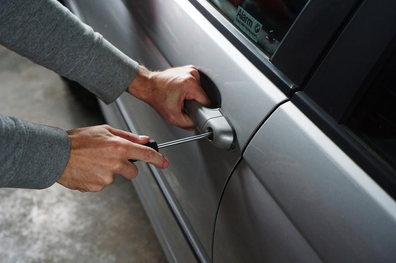 Aufmerksamer Bürger verhindert Autodiebstahl