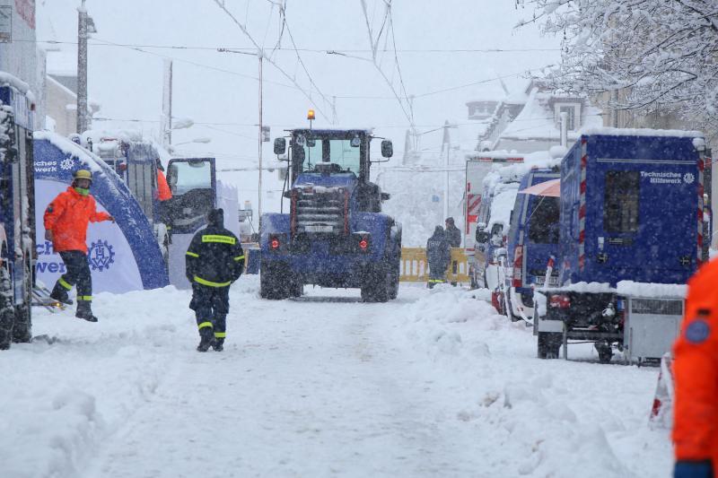 Sanatorium drohte einzustürzen  Schneefall bremste die Arbeiten