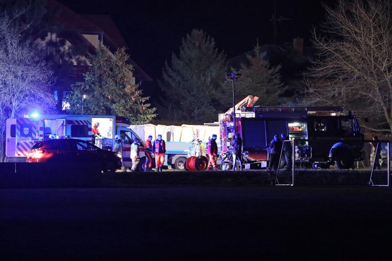 LKW-Fahrer unter Ladekran eingeklemmt  1 Toter