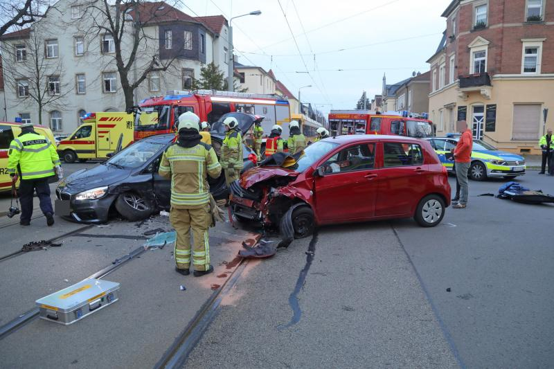 3 Verletzte nach Unfall auf Kreuzung