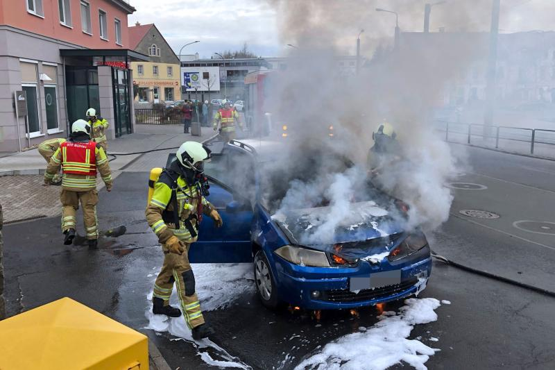 PKW am Ullersdorfer Platz abgebrannt