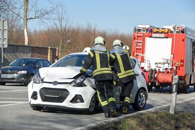 Hyundai kollidiert mit Mercedes: Fahrer unverletzt