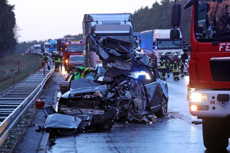 5 Fahrzeuge kollidierten während eines Graupelschauers auf der Autobahn