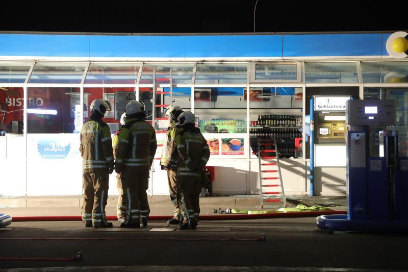 Nebelmaschine vertrieb Tankstelleneinbrecher und sorgte für Feuerwehreinsatz