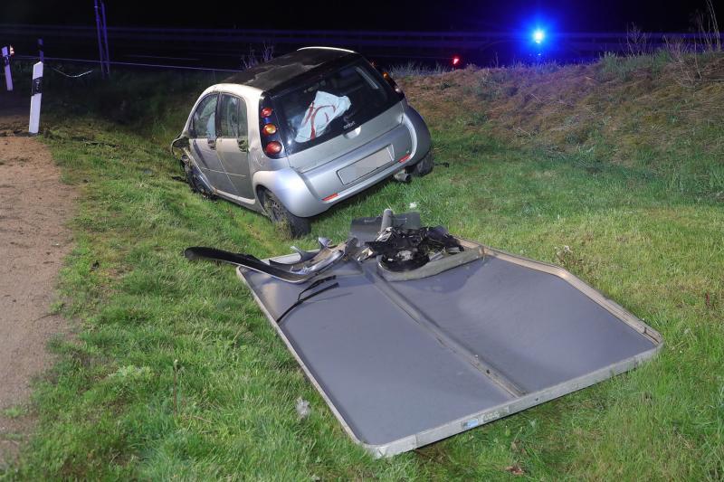 PKW überschlug sich auf der Autobahn  Fahrer betrunken und verletzt