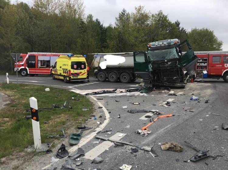 Sattelauflieger verunfallen  Beide Fahrer verletzt