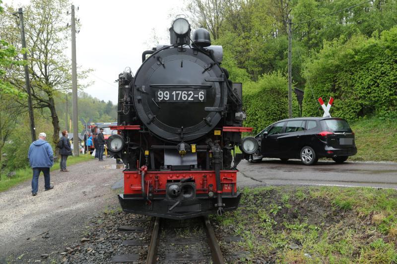 PKW kollidierte mit Dampflokomotive der Weißeritztalbahn