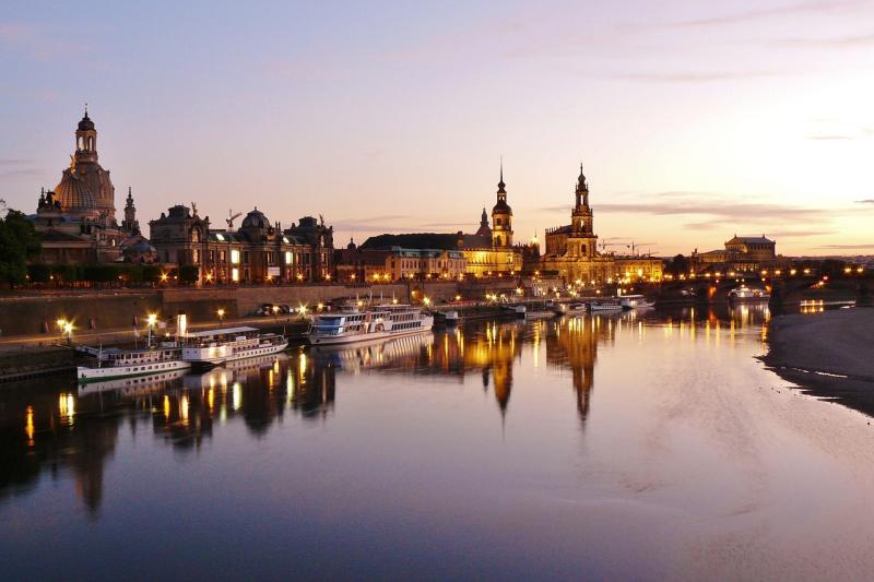 Ölhaltiger Stoff auf der Elbe festgestellt