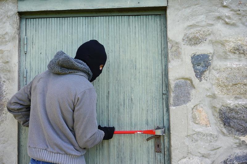 Einbrecher ertappt und auf der Flucht gestellt