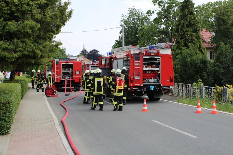 Feuerwehr rückt zu Wohnungsbrand aus