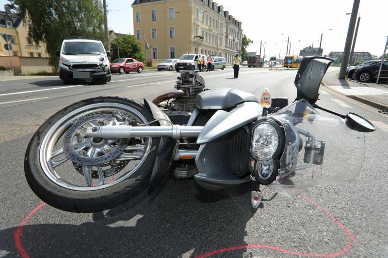 Kleintransporter kollidierte mit Motorrad