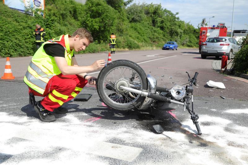 PKW kollidierte mit entgegenkommenden Moped
