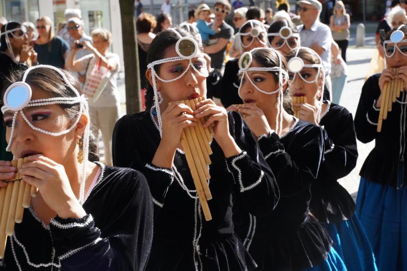 13. Folklorefestival startet mit Umzug durch die Stadt