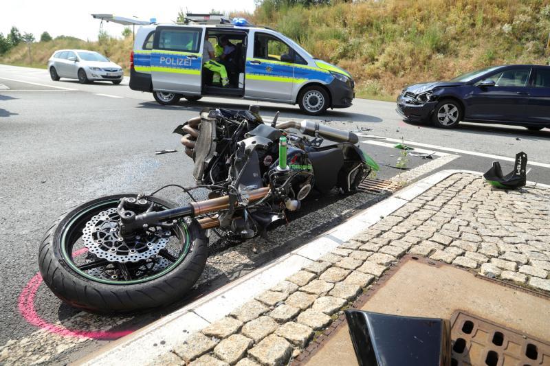 PKW kollidierte mit entgegenkommendem Motorrad