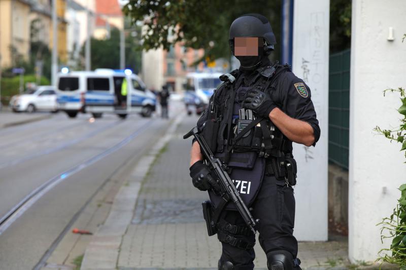 Polizeieinsatz nach mehreren Raubstraften  Tatverdächtiger angeschossen
