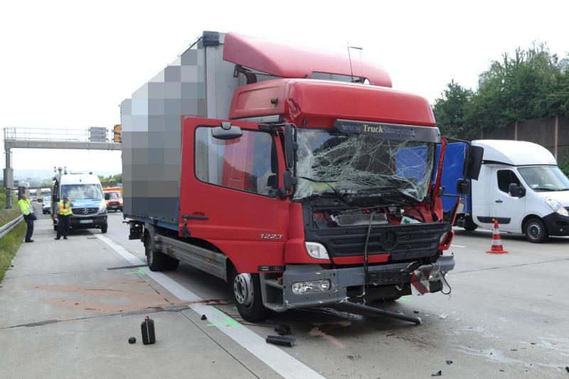 2 LKW kollidierten am Stauende