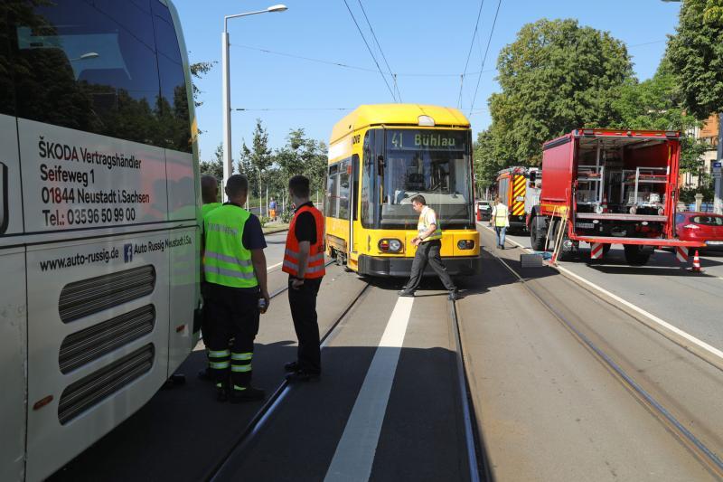 Linienbus kollidierte mit Straßenbahn