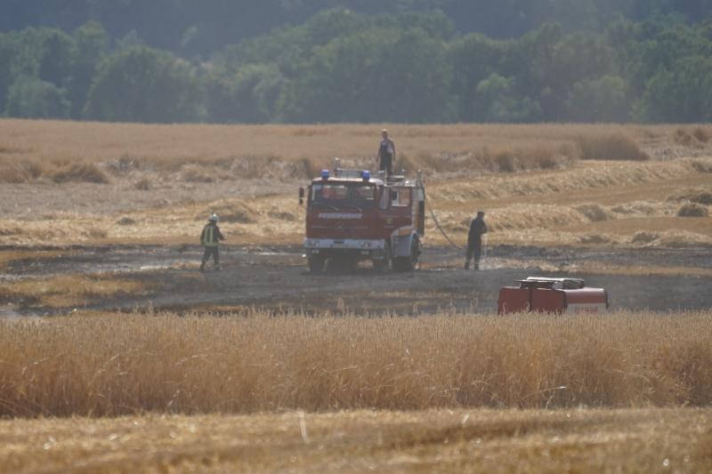 Feldbrand nahe der A4