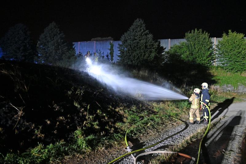Feuerwehreinsatz: Gartenbesitzer entdecken Böschungsbrand