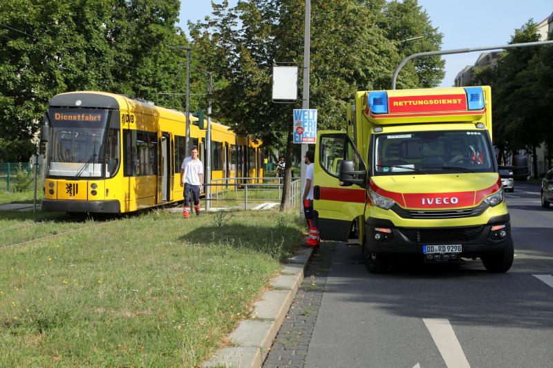 Fußgänger übersah Straßenbahn  1 Verletzter