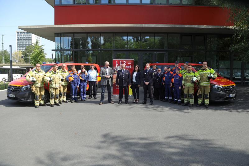 Neue Fahrzeuge für Stadtteilfeuerwehren - Freiwillige Feuerwehr wirbt mit City Light Plakaten für Verstärkung